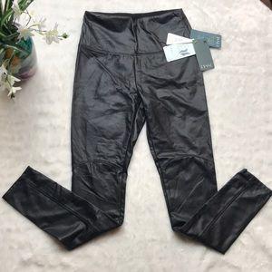 Vegan leather LYSSÉ leggings 🌾